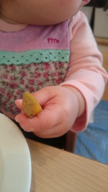 離乳食 手づかみ食べにも成長があります!